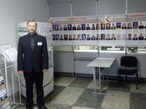 Председатель ИКМО Солнечное Алексей Садофеев в помещении для голосования